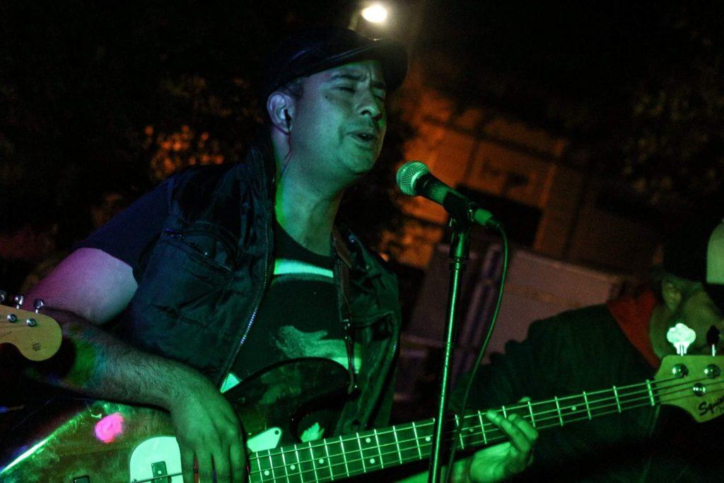 Manu Córdoba, Cantante y bajista de Straños