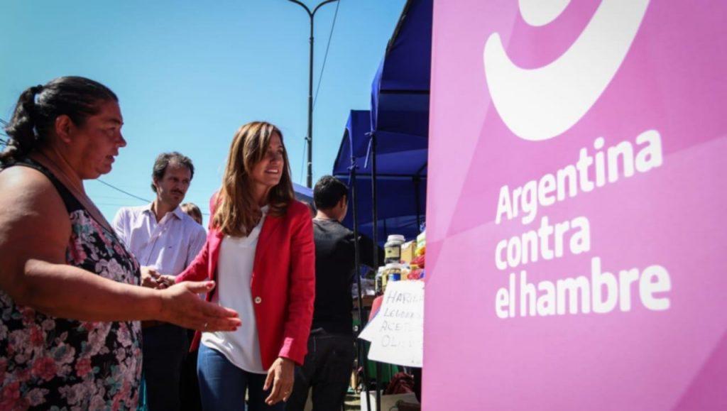 Tarjeta AlimentAR: Vuelven a entregarlas en La Plata La Tarjeta AlimentAR que forma parte del Programa Argentina Contra El Hambre, volverá a ser entregada en la oficina de Anses de 9 e/ 58 y 59 a partir de la semana que viene.