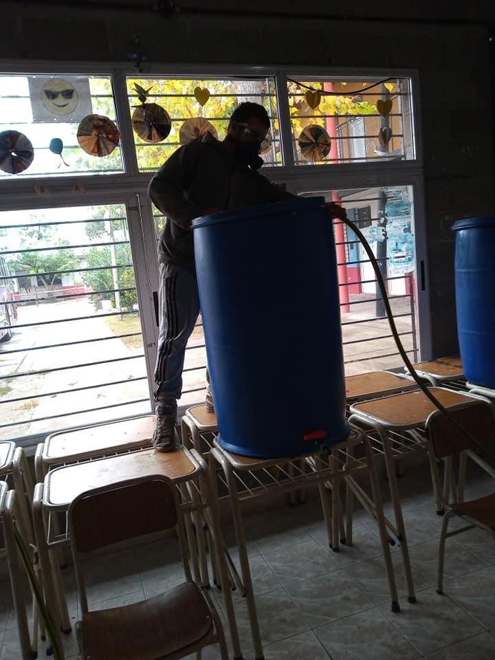 Pantalón Cortito produce lavandina y jabón liquido con apoyo de la UNLP