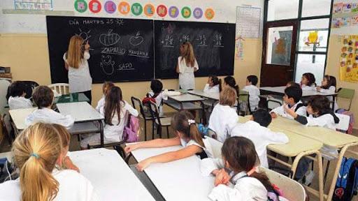 Las clases volverían en agosto en todo el país