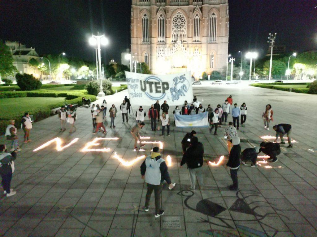 #NéstorVive: realizaron un homenaje con fuego a Néstor Kirchner en Plaza Moreno