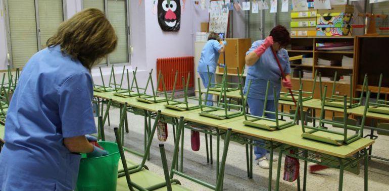 Auxiliares de escuelas cobran la mitad del sueldo desde hace meses