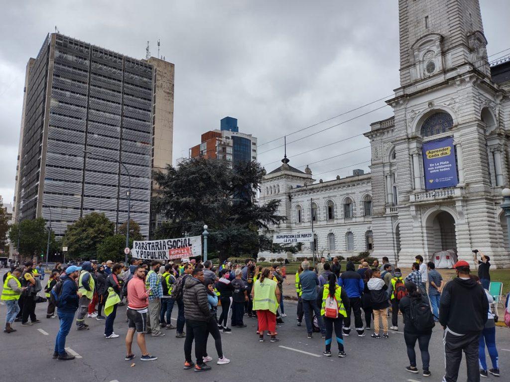Cooperativistas en alerta: los salarios de marzo no aparecen