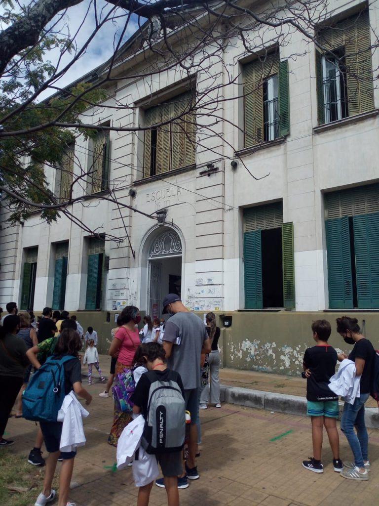 Escuela N° 10: Padres exigen mejores condiciones edilicias